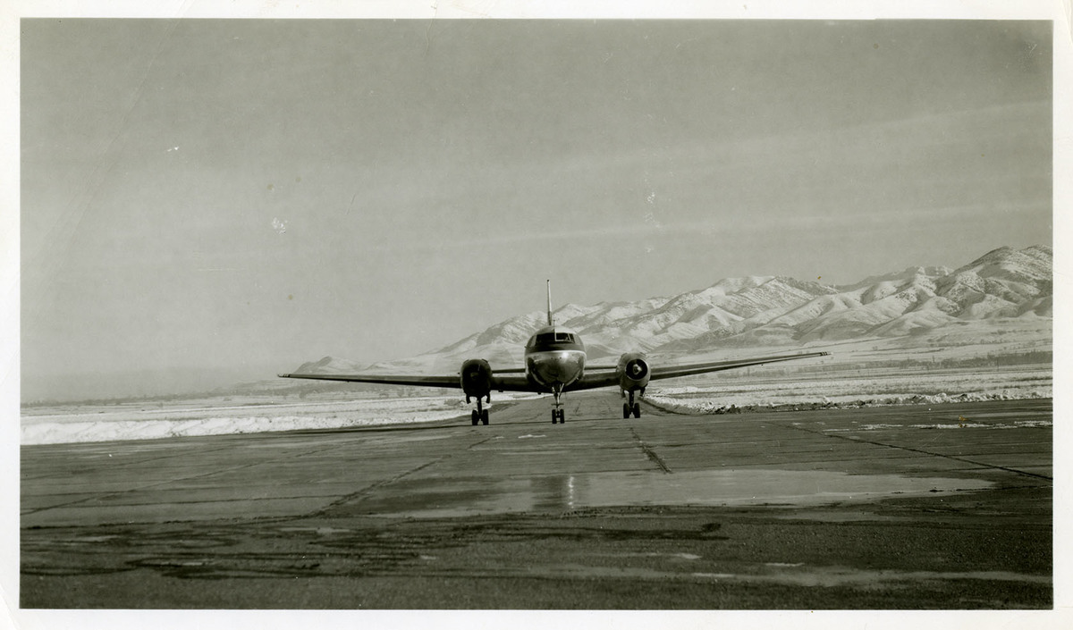Western CV-240 Taxies at Airport