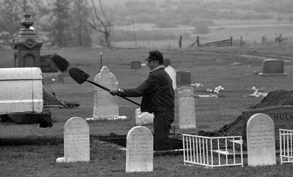 Gravedigger and Bloomington Cemetery