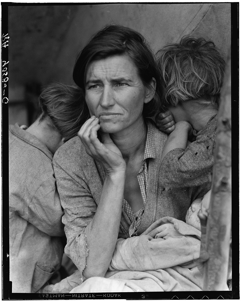 Destitute pea pickers in California. Mother of seven children. Age thirty-two. Nipomo, California (Migrant Mother)