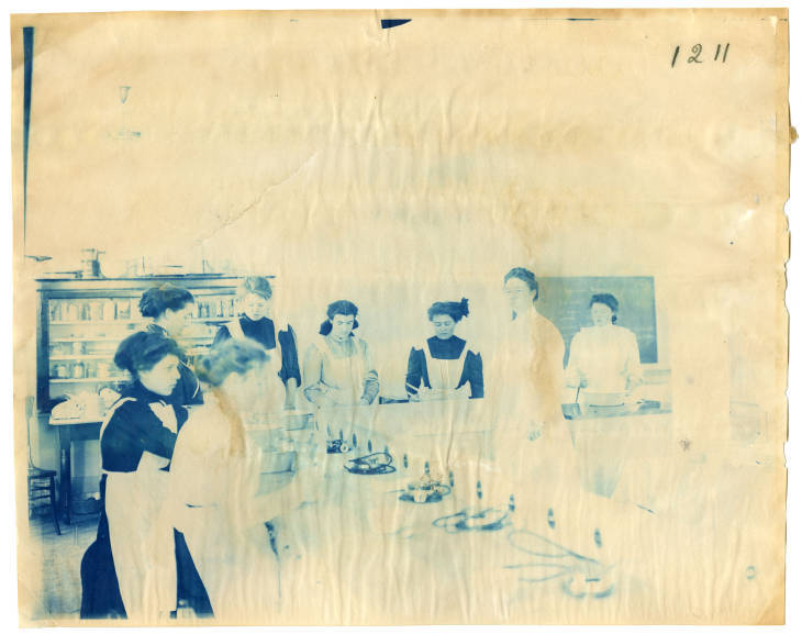 Women Experimenting in a Cooking Lab
