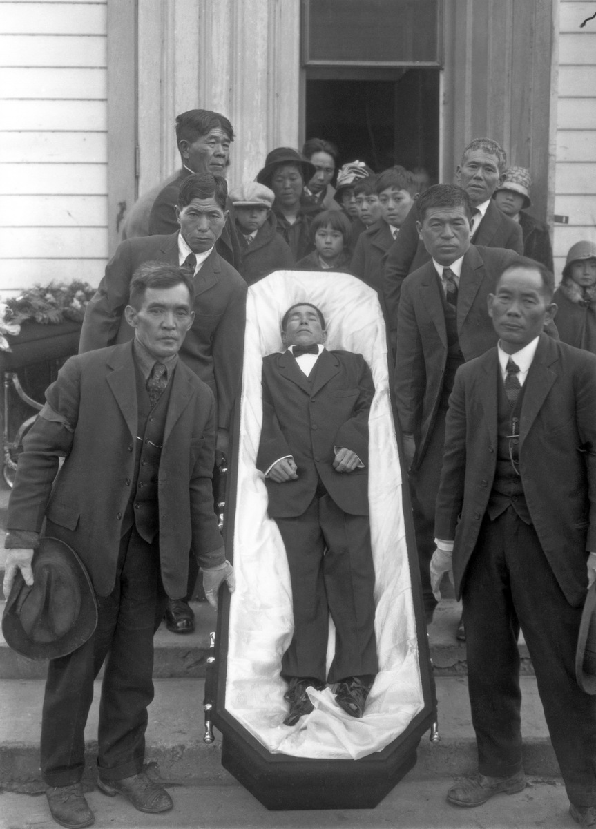 Funeral party of Japanese immigrant Kame Yamasaki, 1