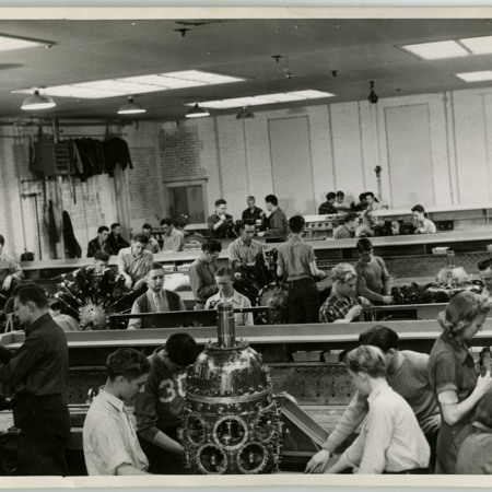 USAC Students Working on Various Aircraft Engines