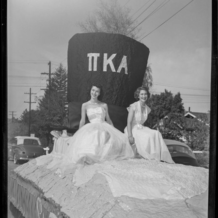 Pi Kappa Alpha homecoming float, 1950
