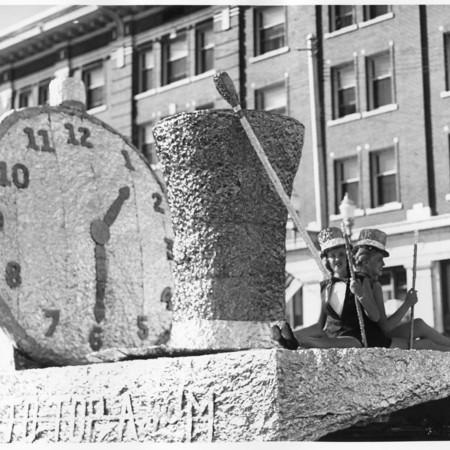 Sigma Kappa homecoming parade float, 1952