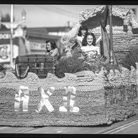 Alpha Chi Omega homecoming float, 1948