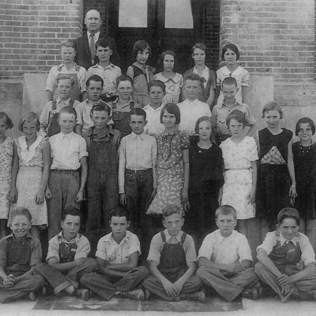 Mendon eighth grade class of 1932