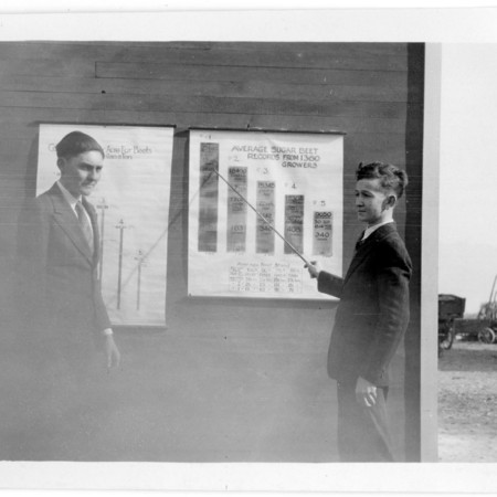 Young men presenting sugar beet data