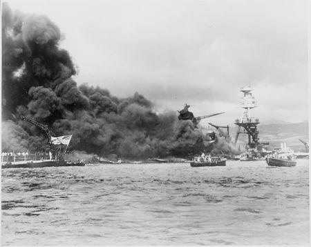 Densho_Bombing_of_Pearl_Harbor.jpg