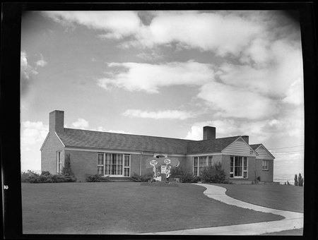 Sigma Chi House decorated for homecoming, 1949